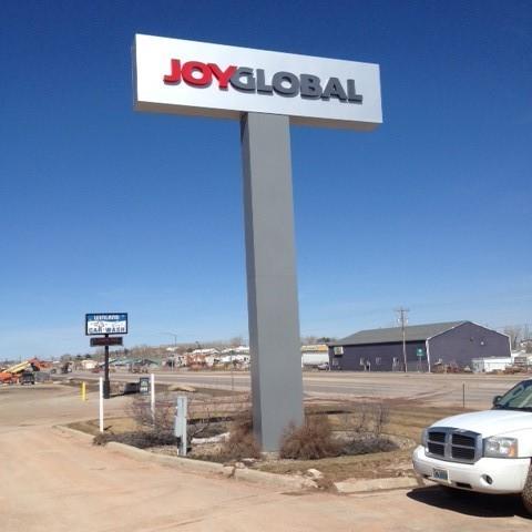 Joy Global – Dimensional LED Pole Sign